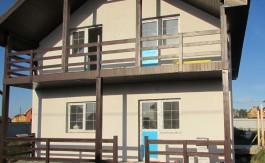 dom-s-dvumya-balkonami4